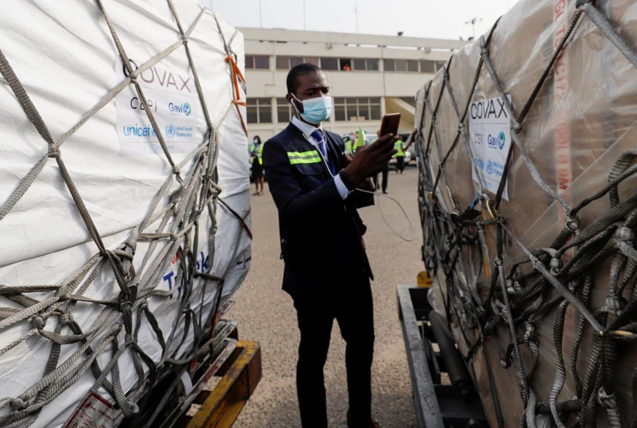 Гана стала першою країною, що отримала вакцину від COVAX