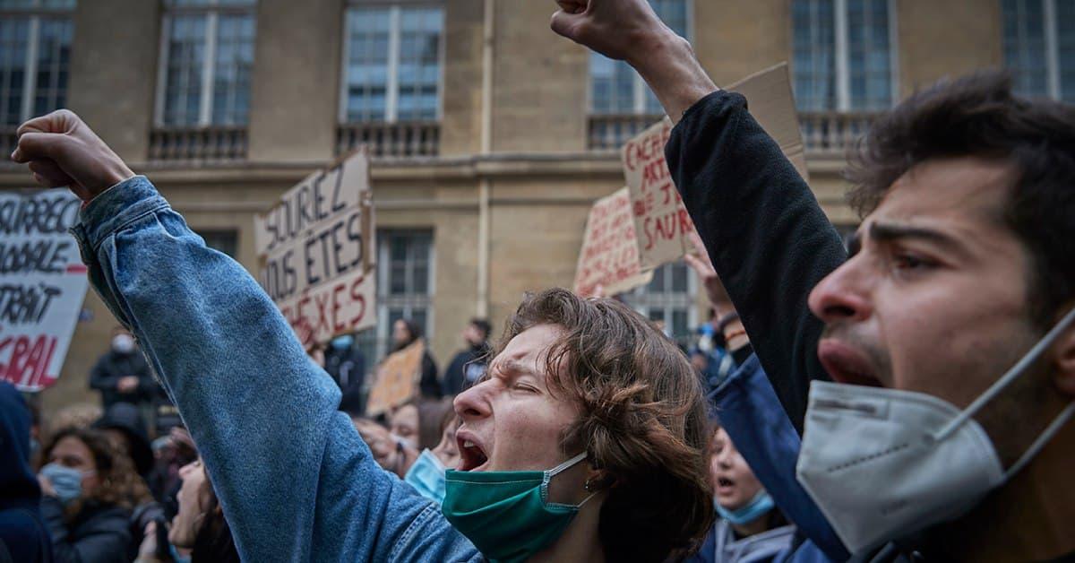 Більшість громадян США і Західної Європи заявляють, що їхня політична система потребує серйозної реформи