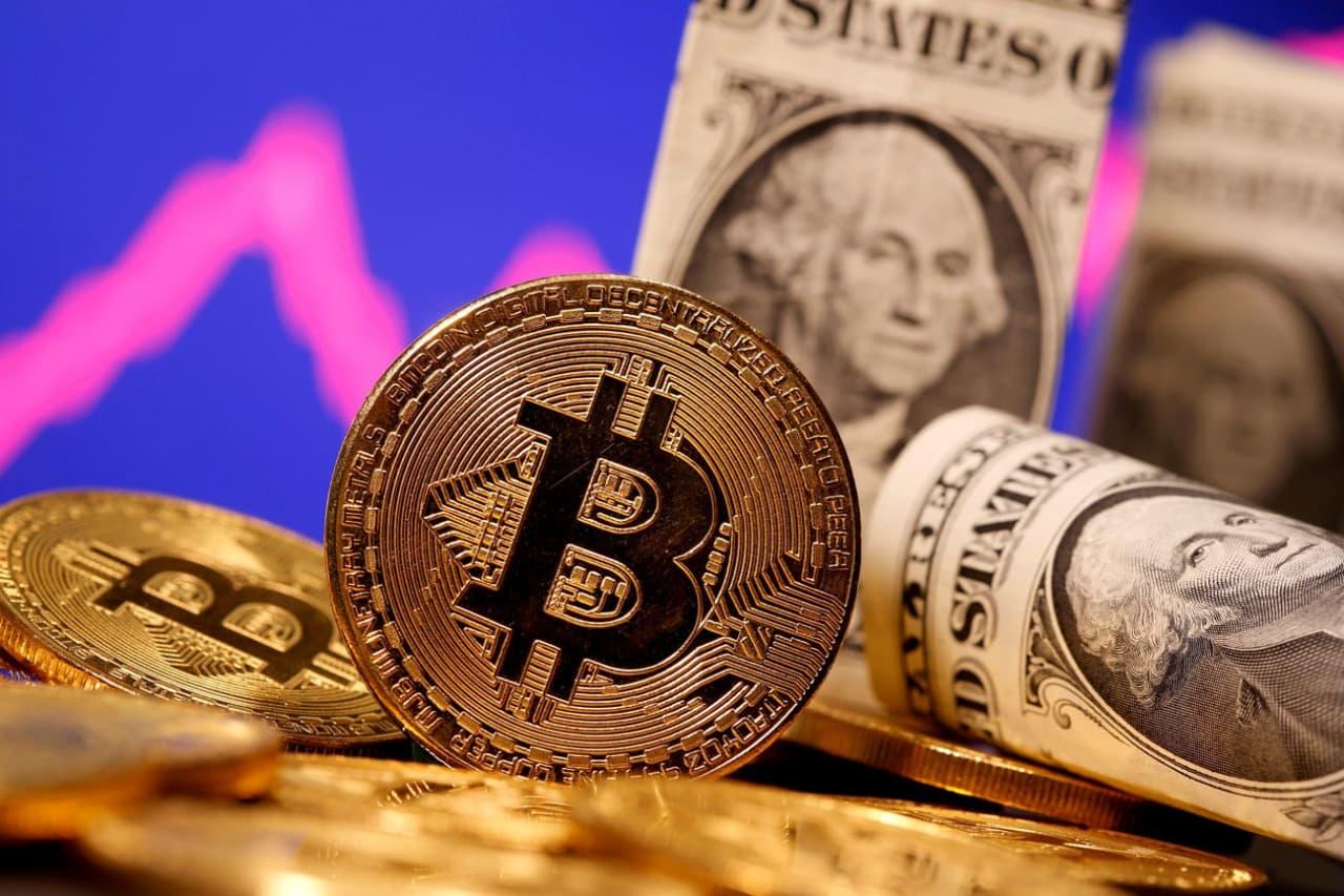 Биткойн угрожает доллару, евро и юаню