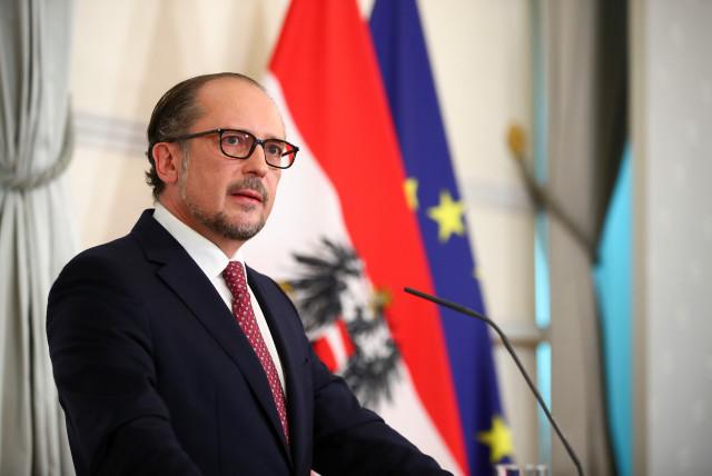 Новий канцлер Австрії повинен подолати корупційний скандал