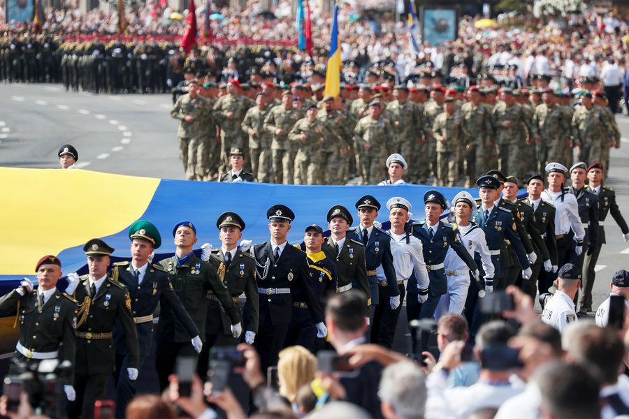 Парад у Києві, вибухи в Кабулі: Топ-5 подій тижня